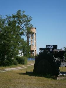 """Foto: Der um 1918/19 erbaute Wasserturm in Lauta-Nord ist mit das letzte Relikt des """"Lautawerkes"""" und steht unter Denkmalschutz. (Foto: K. Häußer-Beciri)"""