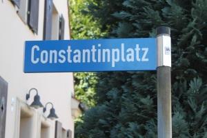Straßenschild: der Constantinplatz in Lauta (Foto: Gabriele Schluttig)
