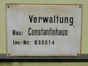 Schild des Constantinhauses (Foto: Gabriele Schluttig)