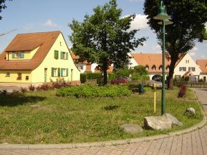 Constantinplatz mit Blick auf den Durchgang zur Conrad-Blenkle-Straße (Foto: Kathleen Häußer-Beciri)