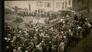 Einholung der Glocken der ev. Kirche Lauta am 1.12.1924 (Foto: Kirchenarchiv Lauta-Dorf)